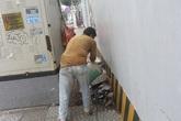 Hình phạt cho hành vi tiểu bậy giữa đường khiến người vi phạm phải xấu hổ