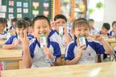 """Những giờ uống sữa """"vui khỏe, an toàn"""" của các em học sinh tại TP.HCM"""