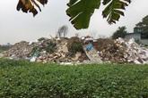 """Ba """"núi"""" rác bao quanh, hàng trăm hộ dân Thủ đô """"chịu trận"""""""