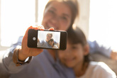 4 điều cân nhắc trước khi đăng ảnh con lên mạng xã hội