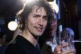 Ảnh thời trẻ điển trai như tài tử của Thủ tướng Canada khiến phái nữ không thể rời mắt