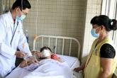 Cứu sống thiếu niên 15 tuổi bị chém đứt lìa cẳng chân trong khi ẩu đả