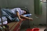 """[Nhật ký từ tâm dịch Đà Nẵng] - Nhân viên y tế ngất xỉu do làm việc quá sức sẽ tiếp tục """"chiến đấu"""""""