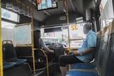 Xe buýt vắng tanh vẫn từ chối phục vụ nếu khách không đeo khẩu trang
