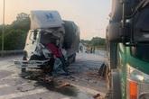Tài xế trên ô tô tải tử vong sau khi tông vào đuôi xe khác trên cao tốc Nội Bài - Lào Cai