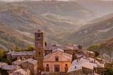 Ngôi làng cổ sống lại nhờ thu phí khách tham quan