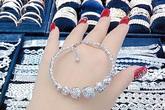 Giúp phụ nữ nâng tầm phong cách với trang sức vàng trắng Kim Hương Dinh