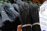 Sợi miến dong đen sì như sợi tóc đang bán tràn ngập chợ mạng hóa ra lại là đặc sản hiếm có