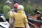 Vợ ôm con nhảy xuống sông sau khi cãi nhau với chồng, bé trai 1 tuổi bị nước cuốn tử vong thương tâm