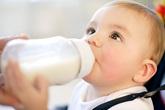 Khi nào trẻ uống sữa tươi, khi nào trẻ uống sữa bột?
