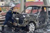 Đang lưu thông, xe sang Range Rover bất ngờ cháy trơ khung trên cầu Chương Dương