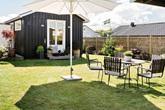 Ngôi nhà vườn chỉ vỏn vẹn 45m² nhưng tọa lạc trên thảm cỏ xanh mượt với không gian sống trong lành