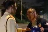 Người đàn ông Trung Quốc say xỉn đi xe đạp bị phạt 500.000 đồng