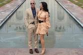 """Tỷ phú Amazon cùng bạn gái chụp ảnh tình tứ trước ngôi đền tình yêu nổi tiếng, """"kẻ thứ 3"""" bị dân mạng ném đá vì chi tiết kém sang này"""