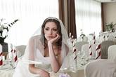 """Chi nghìn USD để chuẩn bị đám cưới nhưng sợ khách không đến vì dịch COVID-19, cô dâu gây phẫn nộ khi đăng đàn cảnh cáo """"không đến thì chết với tôi"""""""