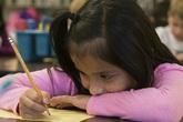Cha mẹ Mỹ không dạy được con vì kém tiếng Anh