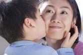 """Con trai hồn nhiên hỏi: """"Lớn lên con lấy mẹ được không?"""", mẹ ngớ người rồi đáp 1 câu khiến ai nghe xong cũng thán phục"""