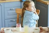 Nói dối 'truyền nhiễm' từ bố mẹ sang con