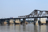 Phát hiện vật thể nghi là bom gần cầu Long Biên