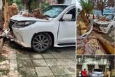 Xe Lexus đâm sập hàng rào, hỏng phần đầu nhưng nguyên nhân vụ việc mới là vấn đề gây đau đầu