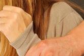 Đình chỉ công tác thầy giáo ôm hôn nữ sinh lớp 7
