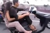 Nổi da gà cảnh đôi nam nữ bốc đầu xe máy