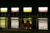 Biển quảng cáo ngoài trời phản ánh điều gì?