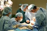 BS McKinnon thành công với ca mổ tách khối u trên mặt thứ 2