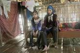 Nghẹn lòng hai bé gái bại liệt ham học, bà nội mù loà đau yếu