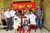 Hơn 1 tạ gạo và tiền mặt khẩn cấp đến với 5 đứa trẻ mồ côi nơi xóm núi