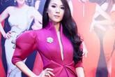 Những quý cô hồng rực của showbiz Việt