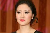 Nguyễn Thị Huyền kín, hở gợi cảm với đầm đen