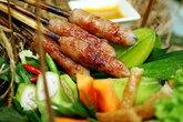 Điều tuyệt vời trong hương vị nem lụi xứ Huế