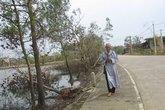 Sư thầy đi bộ hơn 10km đến viếng Đại tướng