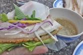 Lạ miệng bánh tráng cuốn thịt heo quay phố Nguyễn Ngọc Vũ