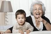 """""""Phát điên"""" vì bà nội kẹt xỉ chăm cháu"""
