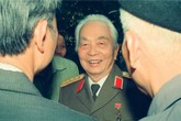 Bộ ảnh đặc biệt: Nụ cười Đại tướng qua góc ảnh Đại tá Trần Hồng