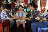 Sự thật về cậu bé có đôi chân bốc hoả và khả năng chữa bệnh siêu nhiên