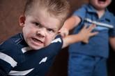 Hai đứa trẻ đánh nhau, ai có trách nhiệm bồi thường?