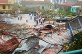 Cận cảnh lốc xoáy tàn phá trường mầm non