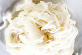Nhiều mẫu bột làm bún bị phát hiện chứa chất tẩy trắng