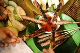 Đầu đông tìm ăn nem chua nướng ở Hà Nội