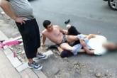 Thầy giáo bị lột hết quần áo giữa đường, vì...va chạm giao thông