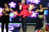 Váy áo rườm rà dìm dáng Thanh Thảo