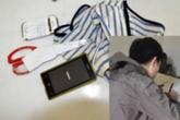 Trộm cắt quần thiếu nữ ngủ say để... xem cho biết