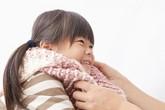 Bé bị lạnh tay chân, cha mẹ chớ coi thường!