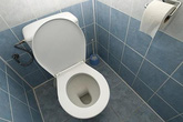 Đòi ly hôn vì không có... nhà vệ sinh riêng
