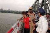 Thiếu nữ định nhảy cầu Mai Dịch vì không tìm được việc