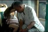 Kẻ bệnh hoạn lén cắt váy nữ sinh trên tàu