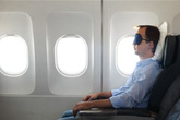 Bị nhốt trên máy bay vì... ngủ quên